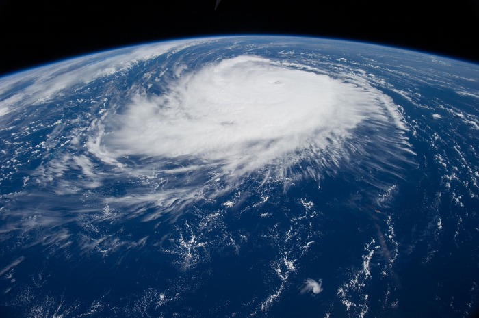 hurricane-1650692_1920